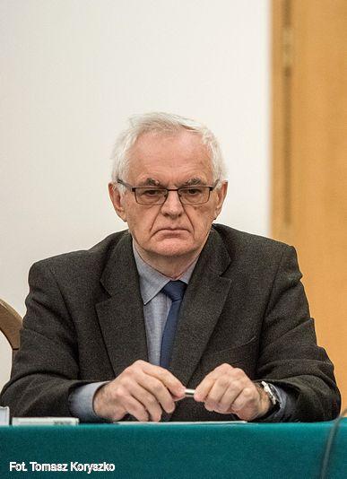 prof. Janusz Wrona
